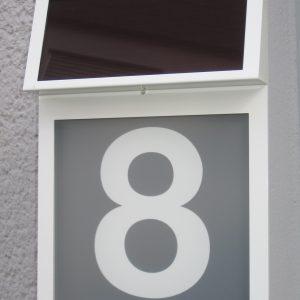 Solar-Hausnummer weiss Modell VERA